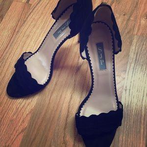 Sarah Jessica Parker Bobbie black suede pumps